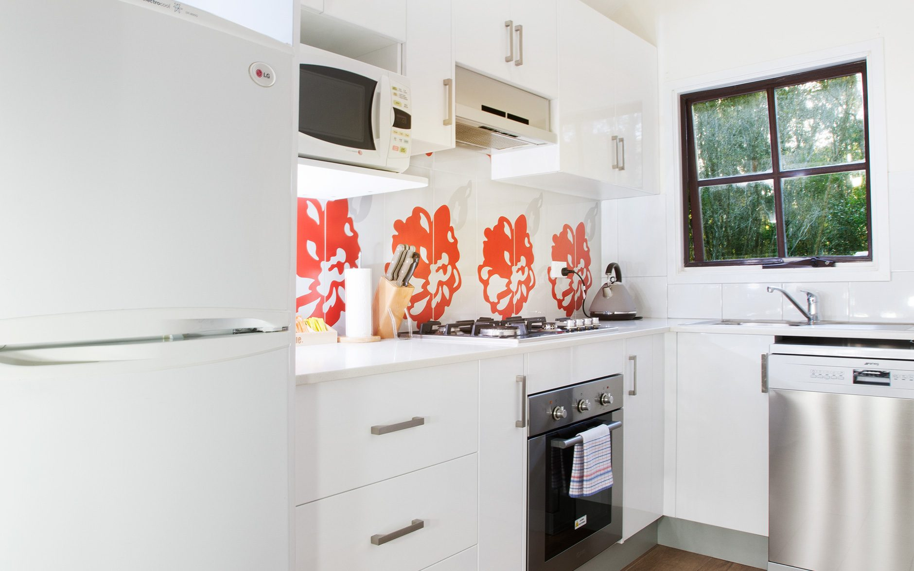 Melaleuca Seaside Retreat - Banksia Cottage Kitchen